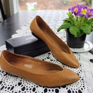 Vintage Sutton Plaza Brown Flats Size 6.5